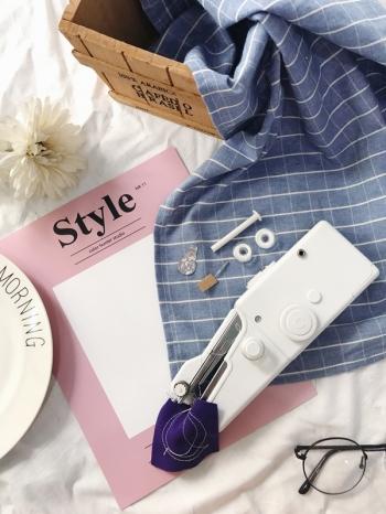 【Z436092】手持便攜式縫紉機/省空間縫衣機/迷你電動縫紉機-Chill