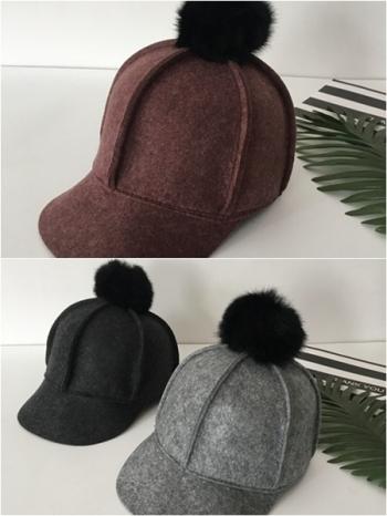 【Z417095】時尚帽頂絨毛球球造型拼接裁片設計棒球帽/鴨舌帽/馬術帽-Gentle