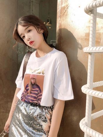 【Z511064】復古風人像印花圖案下擺開叉棉T/短T/T恤/短袖上衣-Clever
