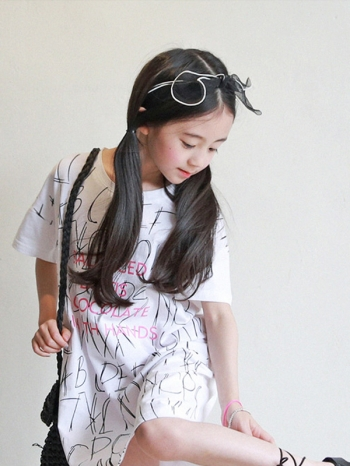 【Z520256】(兒童款)英文字母塗鴉落肩T恤/短袖洋裝/長版上衣/大童/童裝/親子裝-Jane