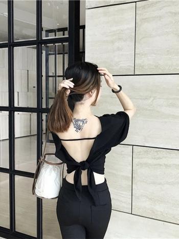 【Z511249】寬鬆背後綁帶鏤空短袖上衣/短袖T恤/短版上衣-Ingrid