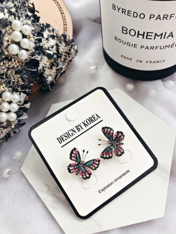 【Z530059】對稱精緻鑲鑽蝴蝶造型耳針式耳環/耳飾-Clara