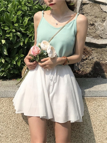 【Z511315】簡約V領造型細肩帶上衣/背心/可愛/內搭-Moira