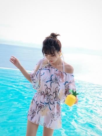 【Z513044】碎花圖案集中托高泳衣/比基尼/泳裝/罩衫/三件式套裝-Moira
