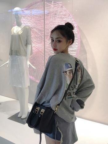 【Z518217】寬鬆背後人物字母印花長袖上衣/大學T恤-Luscious