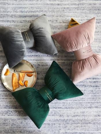 【Z634022】蝴蝶結絲絨質感刺繡字母車用頸枕/抱枕/靠枕/沙發枕-Joyful