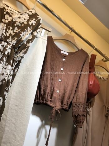 【Z921117】緹花袖短版綁帶上衣