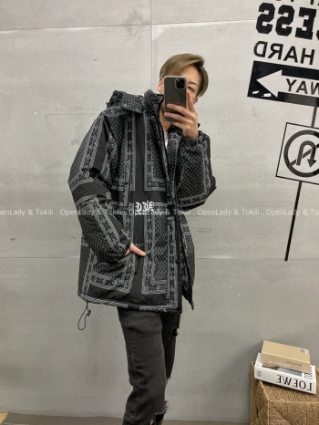 【Z720017】幾何印花鋪棉大衣