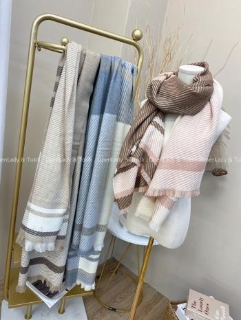 【Z822023】大格紋線條絨感圍巾
