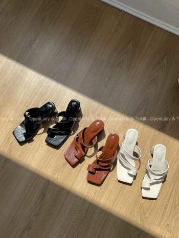 【Z923490】不規則細帶粗跟涼拖鞋
