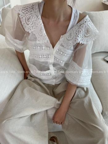 【Z923470】緹花拼接歐根紗排釦上衣