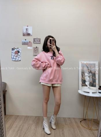 【Z822884】粉嫩色質感字母大學T